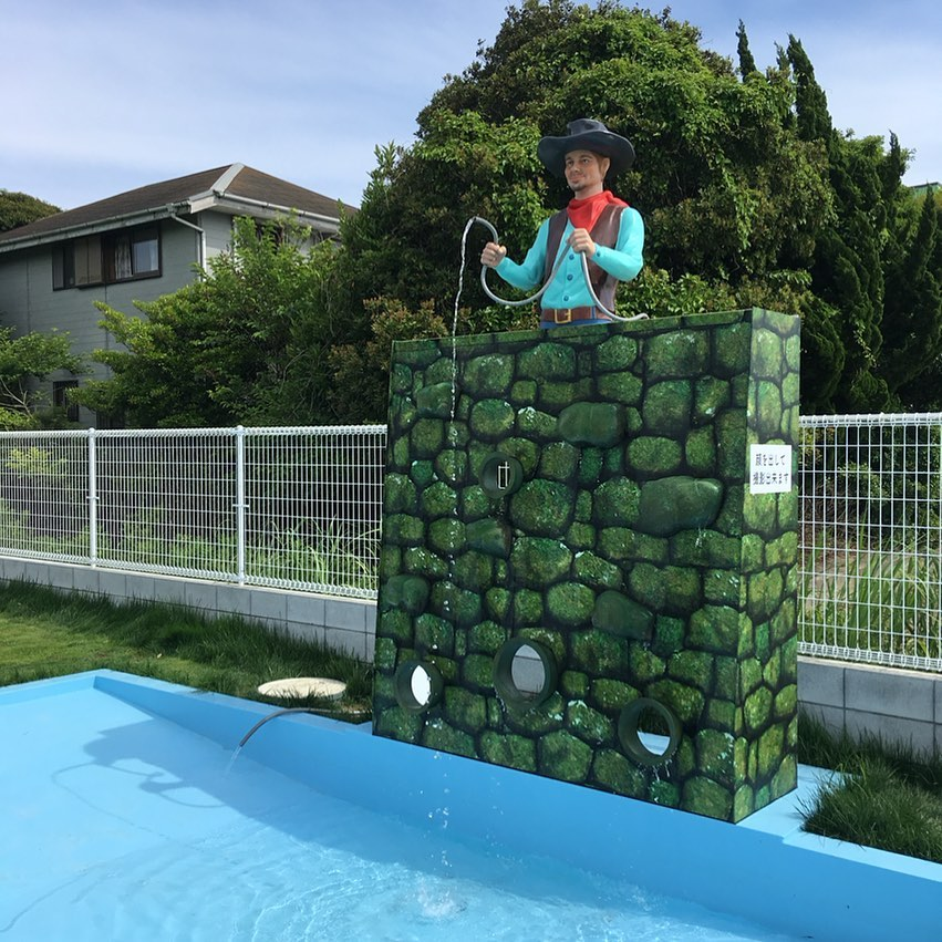 プールの改修が完了し、人口滝が稼働中です!暑い日が続いておりますので、わんちゃんと涼しく過ごしてみませんか? #わんちゃんプール #ペットと泊まれる宿